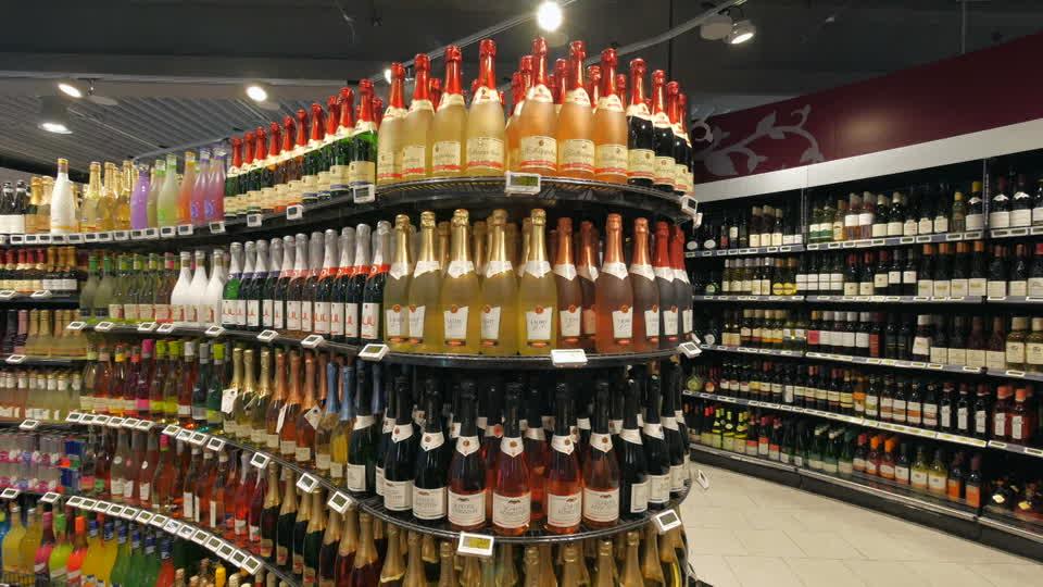 446326865-edeka-enoteca-bottiglia-di-champagne-vetrina